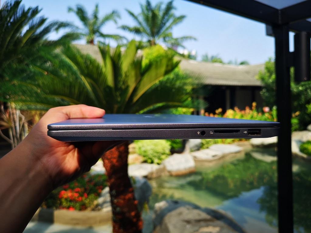 ASUS VivoBook Ultra K403, Paket Komplet Laptop Ringkas