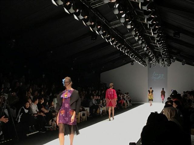 Kolaborasi Lenny Agustin dengan Kepulauan Sula di Jakarta Fashion Week 2019