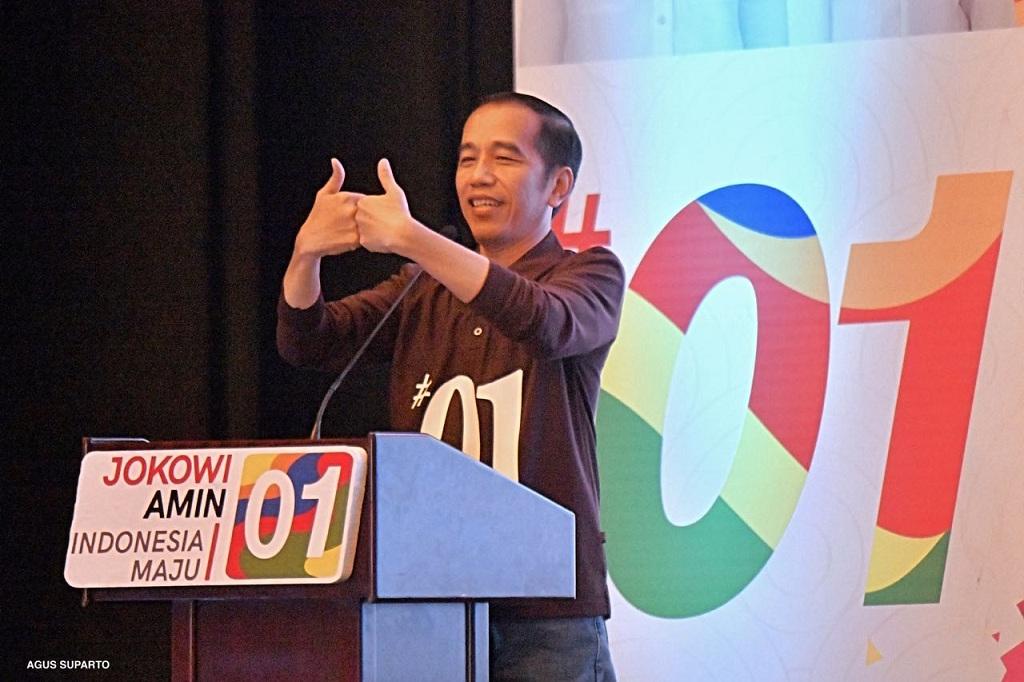 Jokowi Perkenalkan Salam Jempol