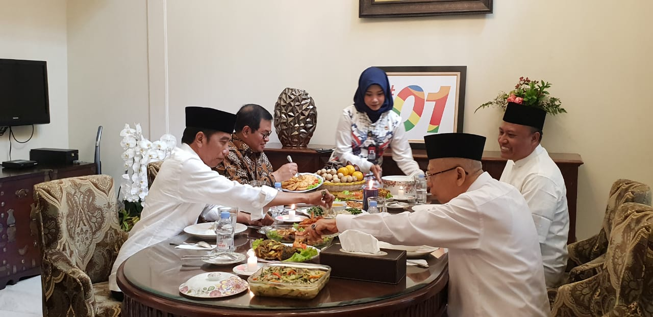 Jokowi Makan Siang Bareng Ma'ruf