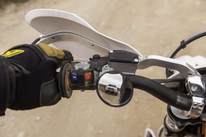 Pasang Spion Kecil di Motor Tingkatkan Risiko Kecelakaan di Jalan
