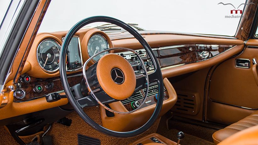Mercedes-Benz W111 1977 Klasik, 'Disuntik' Mesin SLK55 AMG