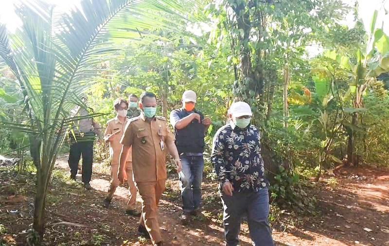 Kemensos Serahkan Ratusan Paket Sembako untuk Warga Bogor