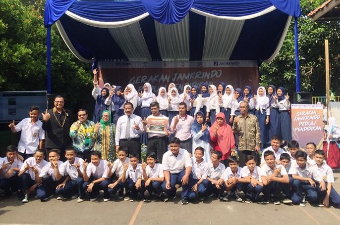 Jamkrindo Berikan 30 Ribu Paket Bantuan Pendidikan