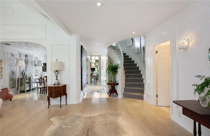 Rumah Berpemandangan Danau Milik Kirsten Dunst Dijual