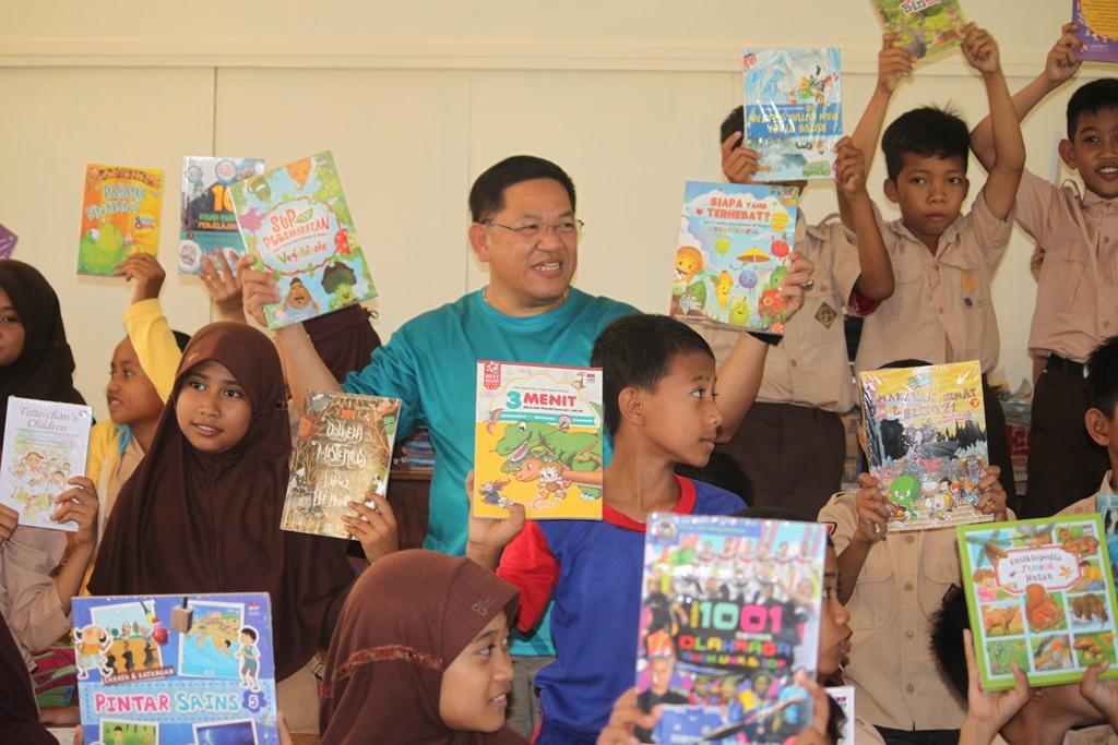 Meski Sulit Mendapatkan Buku, Anak di Makassar Tetap Semangat Membaca