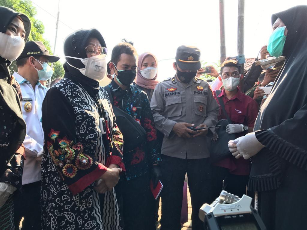 Pantau Penyaluran Bansos di Pekalongan, Mensos Risma Sebut Ada Masalah di Sembako