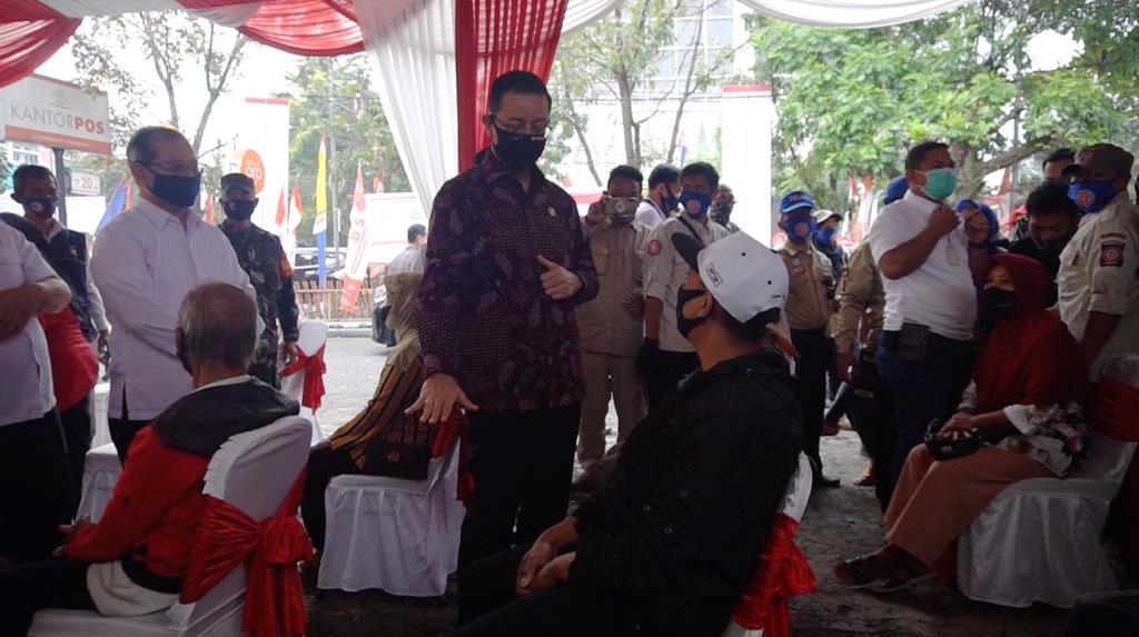 Mensos Salurkan BST Tahap 4 di Kota Bandung