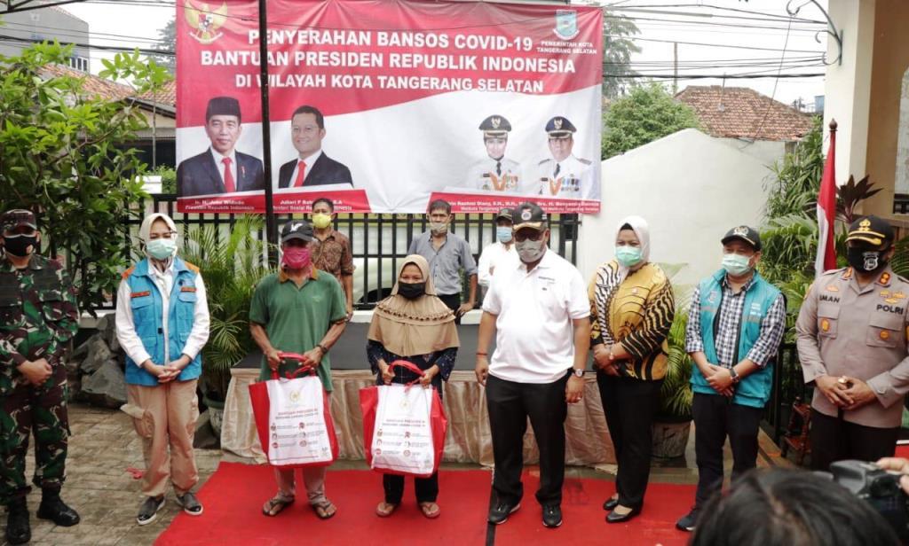 Kemensos Salurkan Bansos Sembako Presiden Tahap Pertama di Tangsel