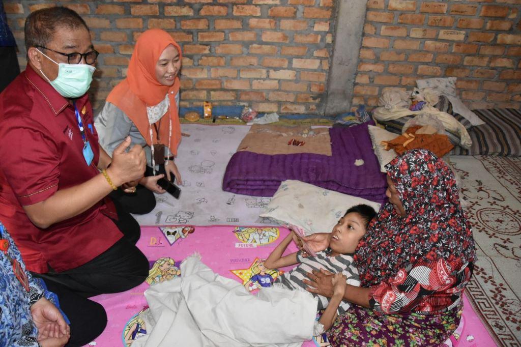 Sekjen Kemensos Tinjau Penyaluran BST di Jawa Tengah