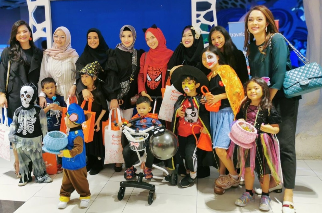 Halloween Sweet or Treats Bertabur Permen dan Cokelat
