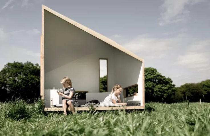 Kabin Mini Tempat Bermain Anak di Halaman Rumah