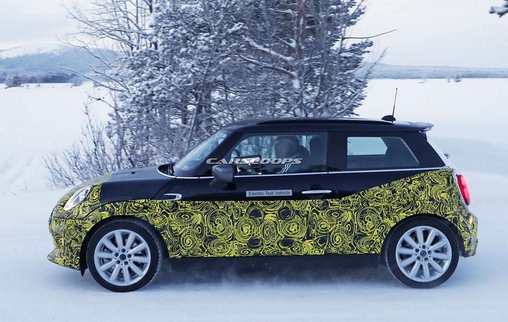 Uji Coba Mobil Listrik MINI Melawan Salju