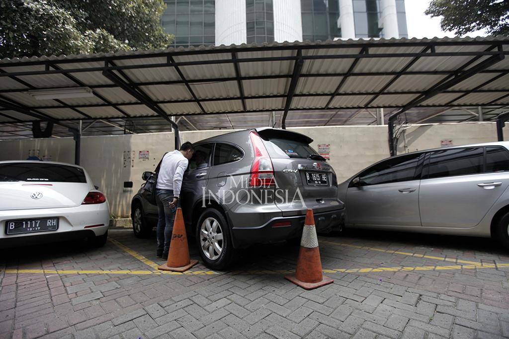 Tiga Mobil Rampasan Milik Koruptor Dilelang