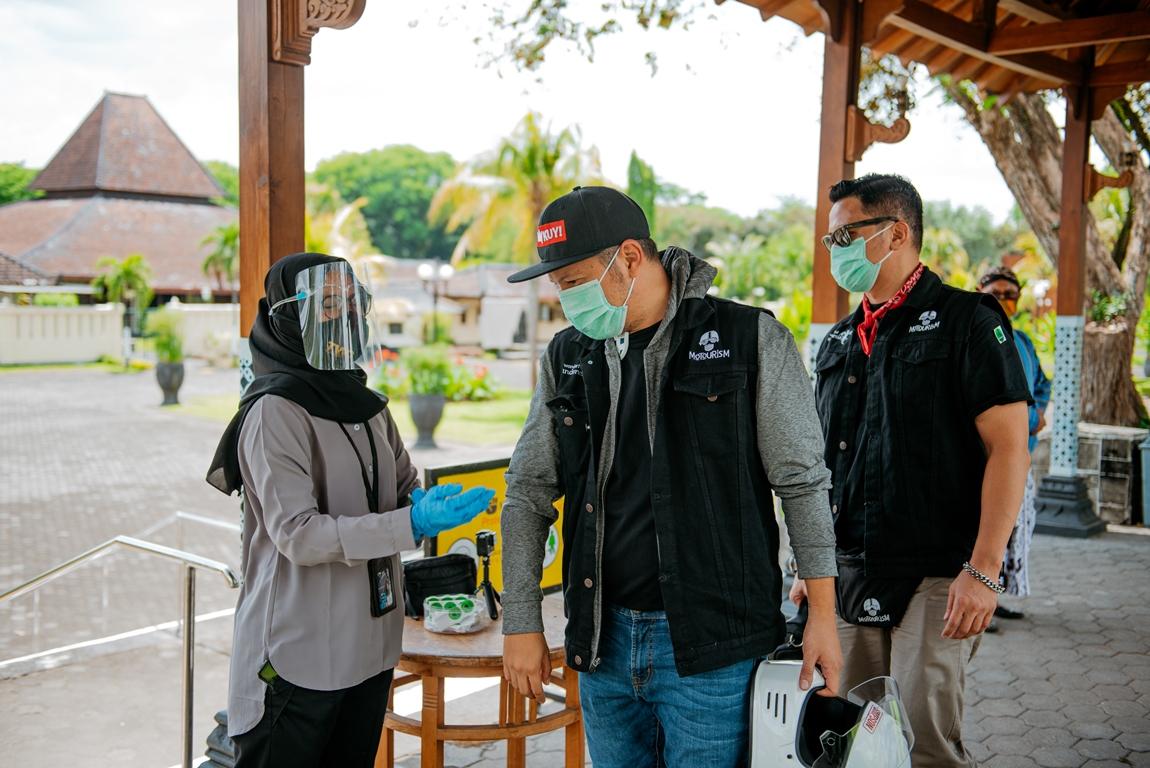 Klub Motor Artis Punya Misi Mulia Selama Touring Jawa-Bali