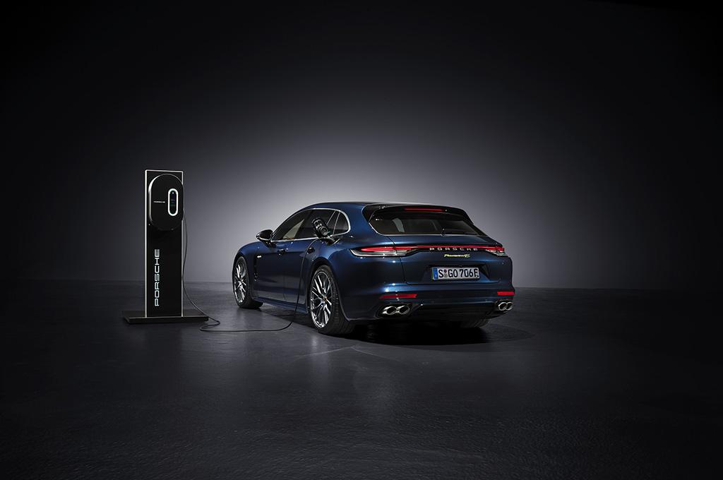 Porsche Panamera Bersolek, Performa Meningkat