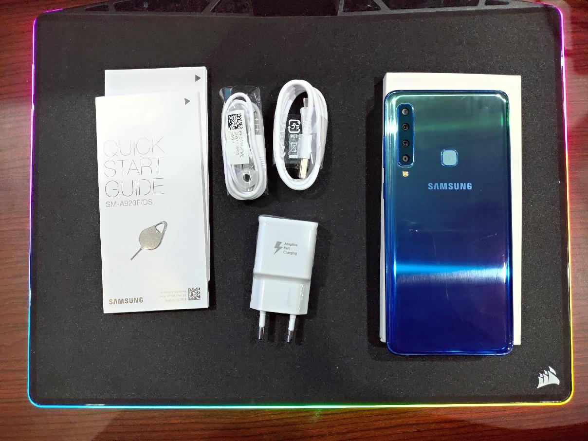 Selain Empat Kamera, Apa Paket Penjualan Samsung A9?