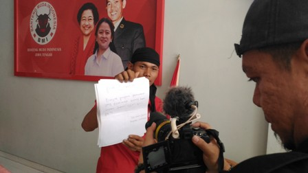 Dukung Jokowi Dua Periode, Pemahat Patung Jalan Kaki Blora-Jakarta
