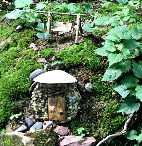 Anaknya yang Autisme, Menginspirasi Therese Ojibway Buat 'Desa Peri' di Hutan