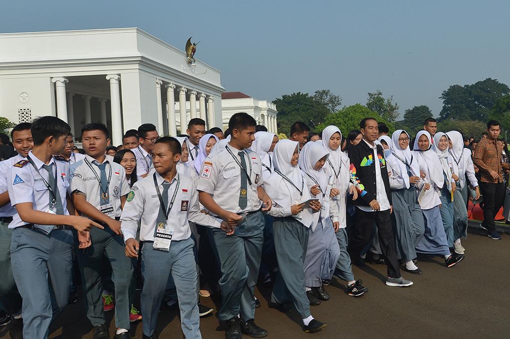 Presiden Joko Widodo saat menerima Ketua OSIS dari seluruh Indonesia di Istana Bogor, Ant /Wahyu Putro.