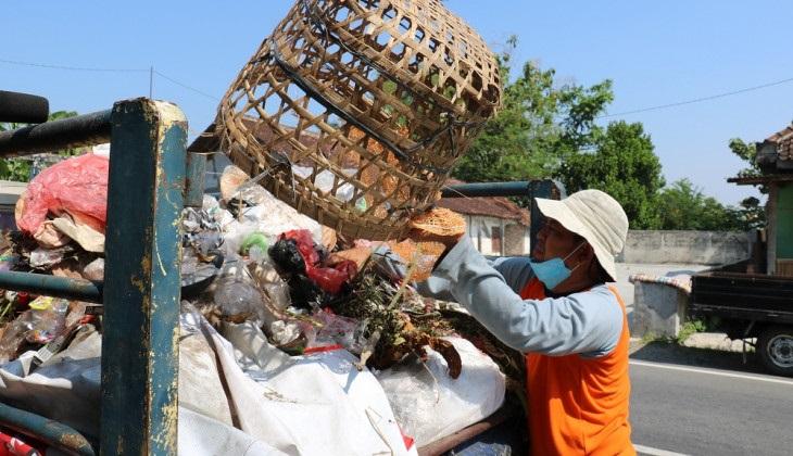 Anak Tukang Sampah Lolos Masuk UGM Tanpa Tes
