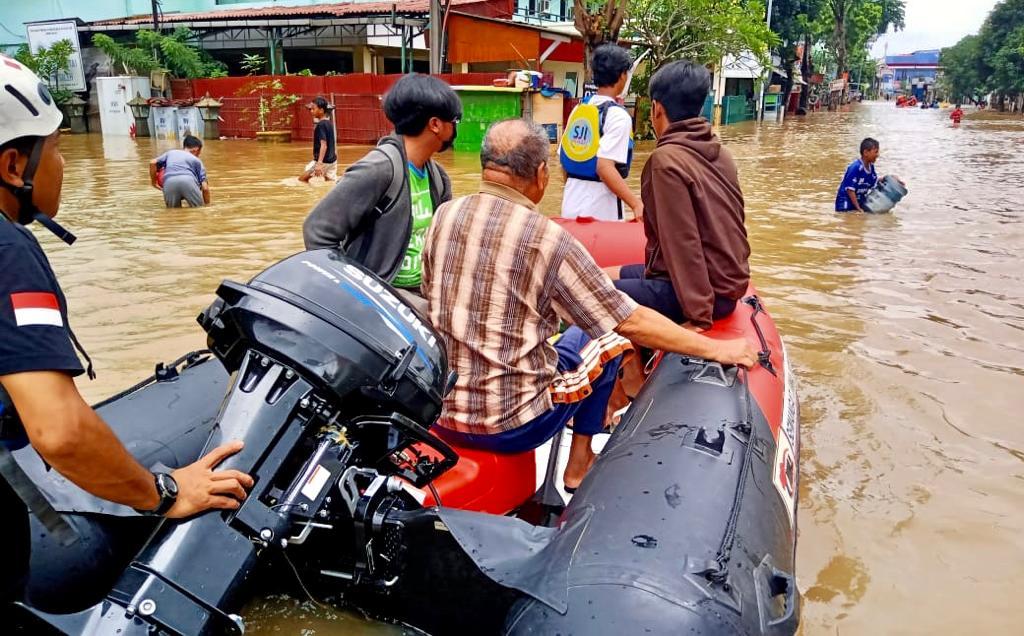 Komunitas Suzuki Tanggap Bencana Banjir Jakarta