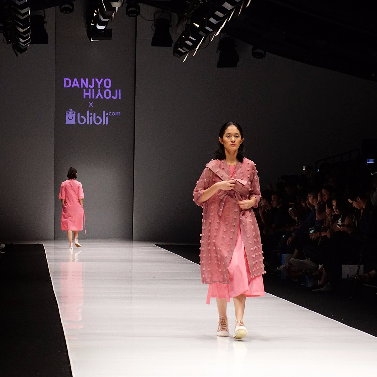 Sentuhan Lokal Berpadu Modern Diyakini Jadi Tren Fesyen 2018