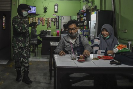 Beda Karantina Wilayah, Pembatasan Sosial, Hingga Darurat Sipil
