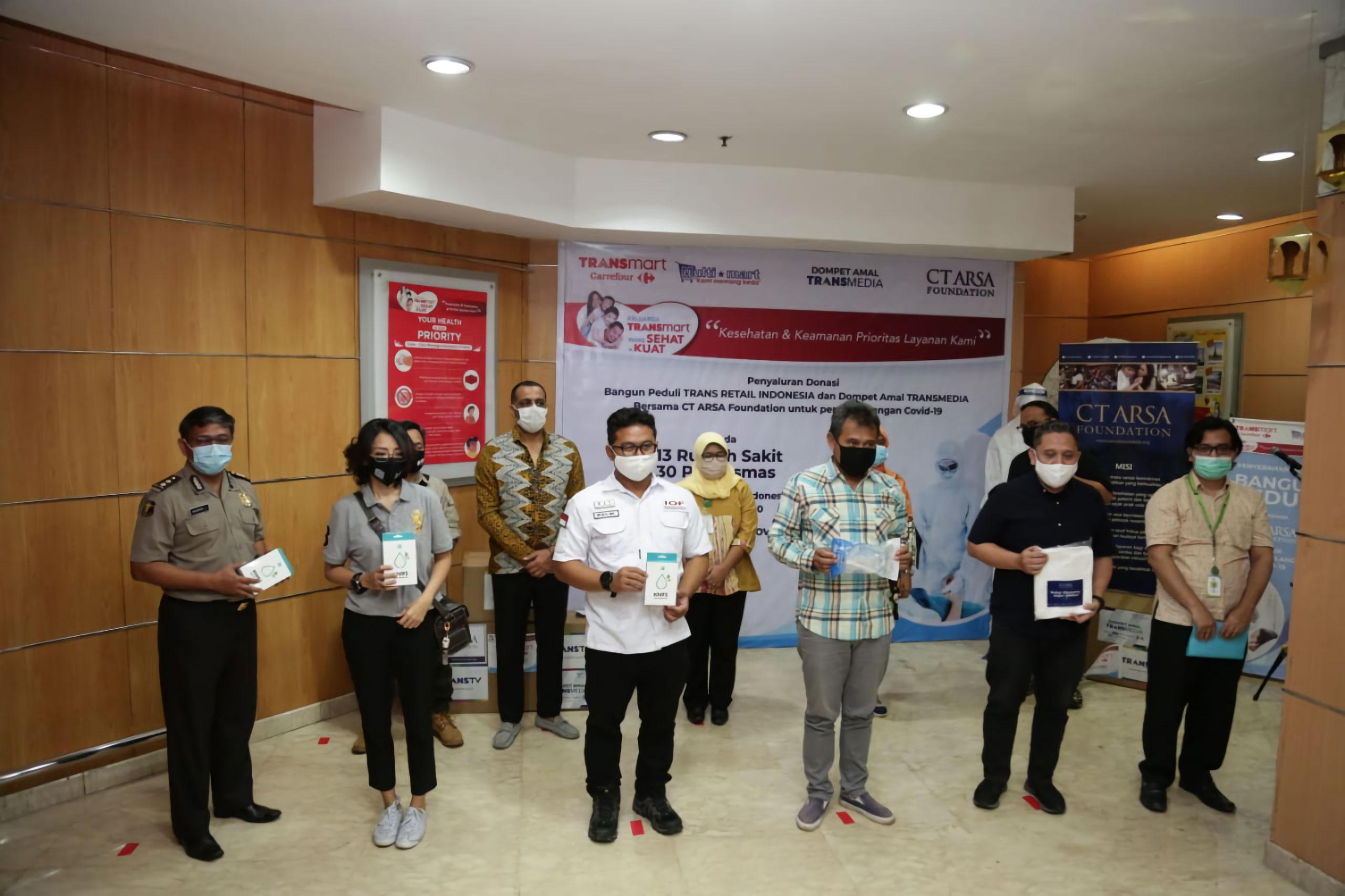 SCRC Bantu Distribusikan APD untuk Tenaga Medis
