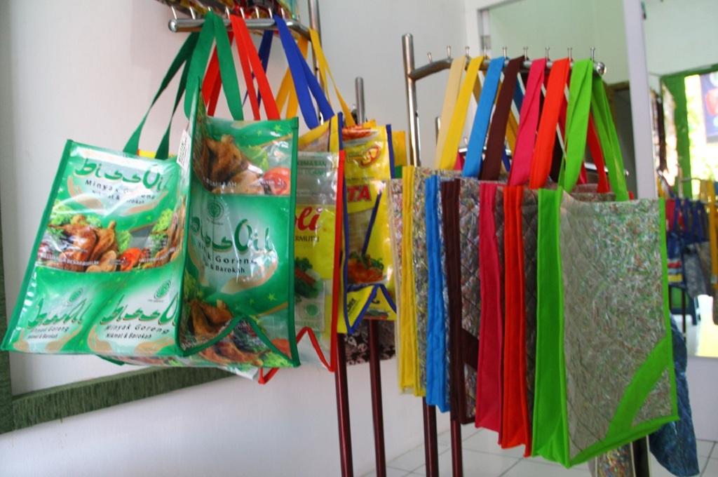 Kisah Hijrah Purnama Ubah Sampah Plastik Bernilai Ekonomi