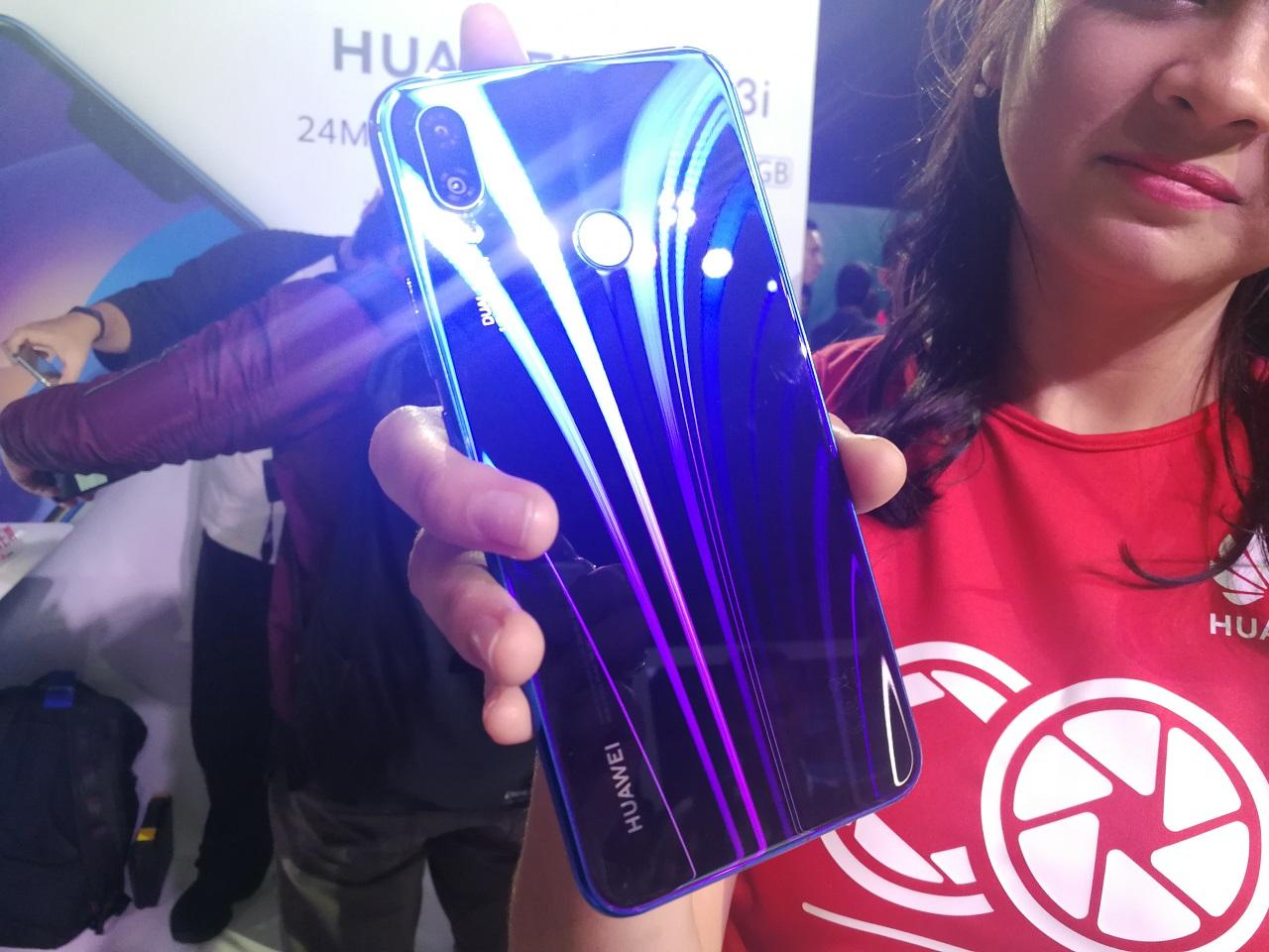 Melihat Isi Penjualan Huawei Nova 3i
