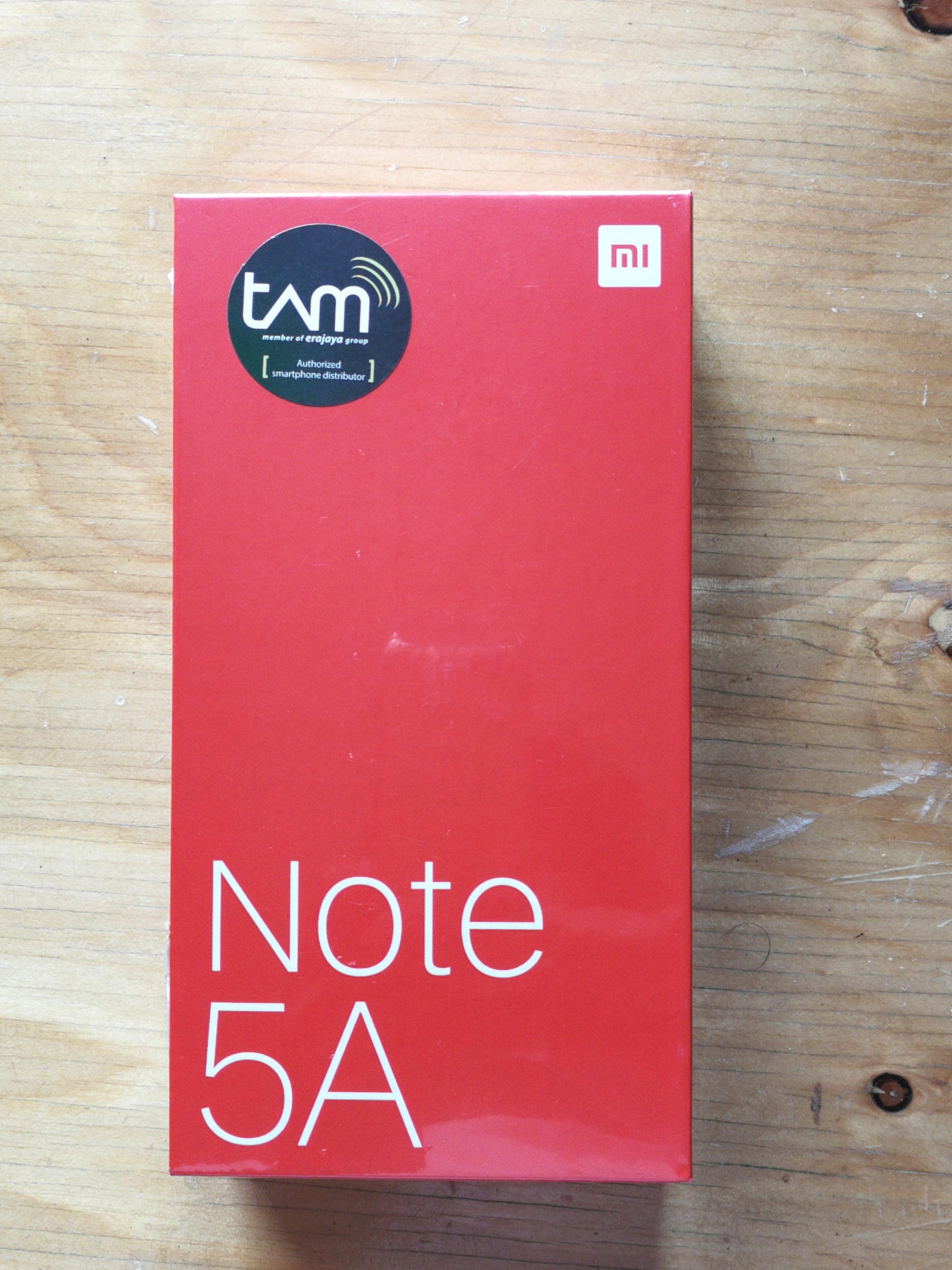 Mengintip Isi Kotak Xiaomi Redmi Note 5a 2 Garansi Resmi Putih Pada Bagian Belakang Terlampir Informasi Spesifikasi Dari Ukuran Layar 55 Inci Resolusi Hd Dengan Kamera 13mp Dan