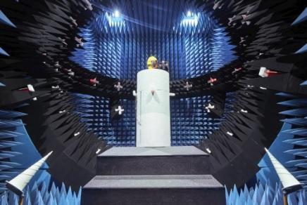 Mengintip Uji Ketahanan Ponsel di Lab Huawei