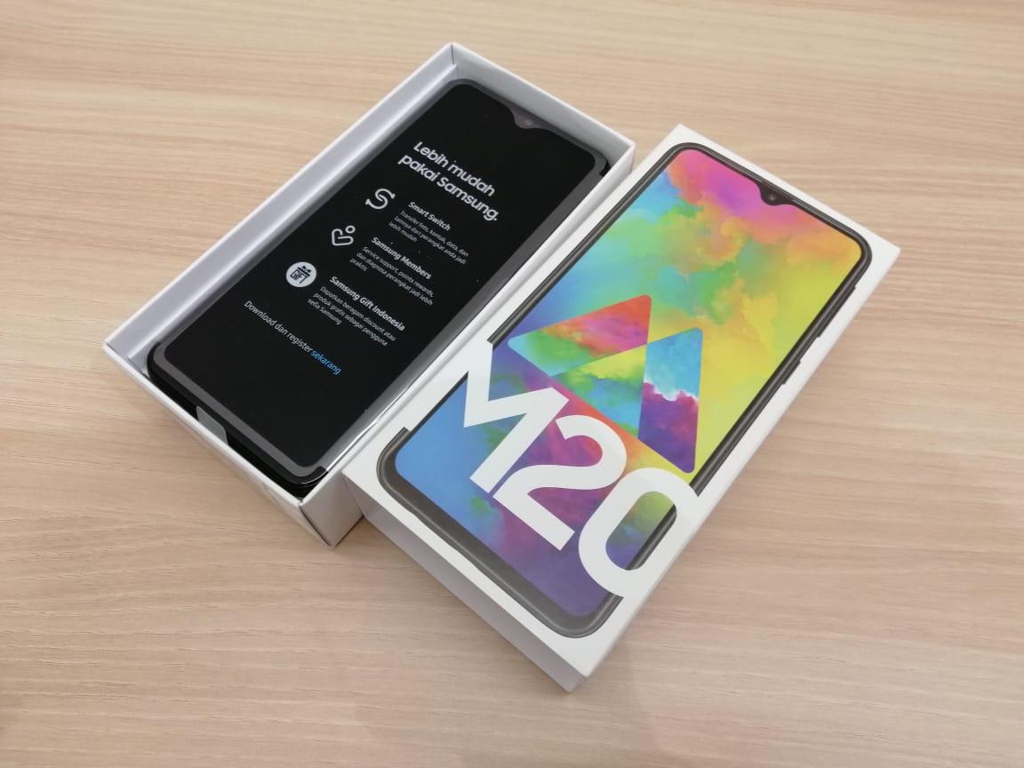 Isi Kotak dan Hasil Foto Samsung Galaxy M20