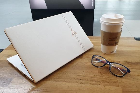 Menjajal Notebook Spesial Asus Zenbook Edition 30 UX334FL