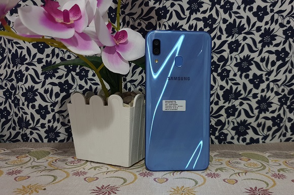 Samsung Galaxy A30, Terjangkau Bergaya Elegan