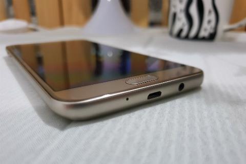 Samsung Galaxy J7 Duo 2018, Barang Baru Gaya Lama
