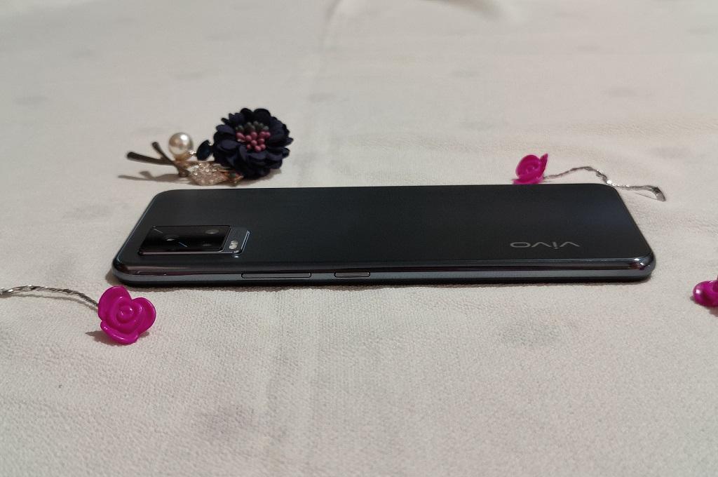 Review Vivo V20, Desain Menawan Kamera Lumayan