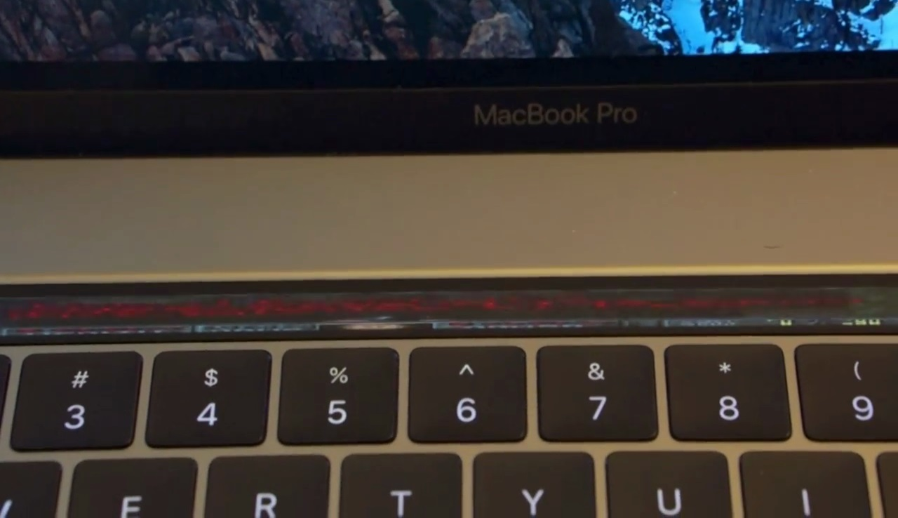 Gamer Bisa Main Doom Pakai Touch Bar Macbook Pro Terbaru Medcom Id