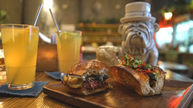 <i>Gourmet</i> <i>Burger</i> Diiringi Musik RnB dan Hip Hop ala Three Buns