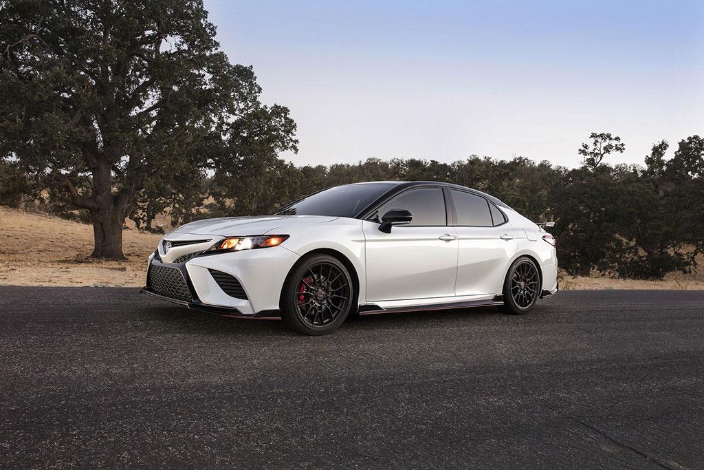 Toyota Camry TRD, Tanggalkan Kesan Elegan