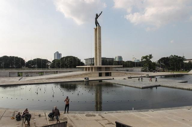 Jalan Panjang Irian Jaya
