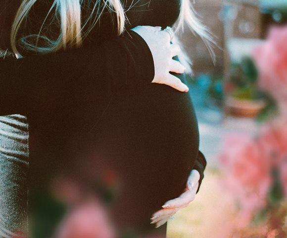 Alasan Wanita Hamil Sering Kentut