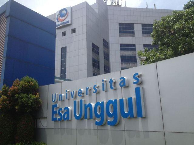 Hasil gambar untuk gedung Universitas Esa Unggul