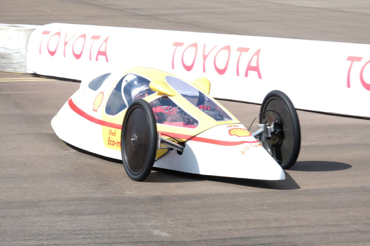 Menjajal Mobil Prototype Shell Eco-Marathon