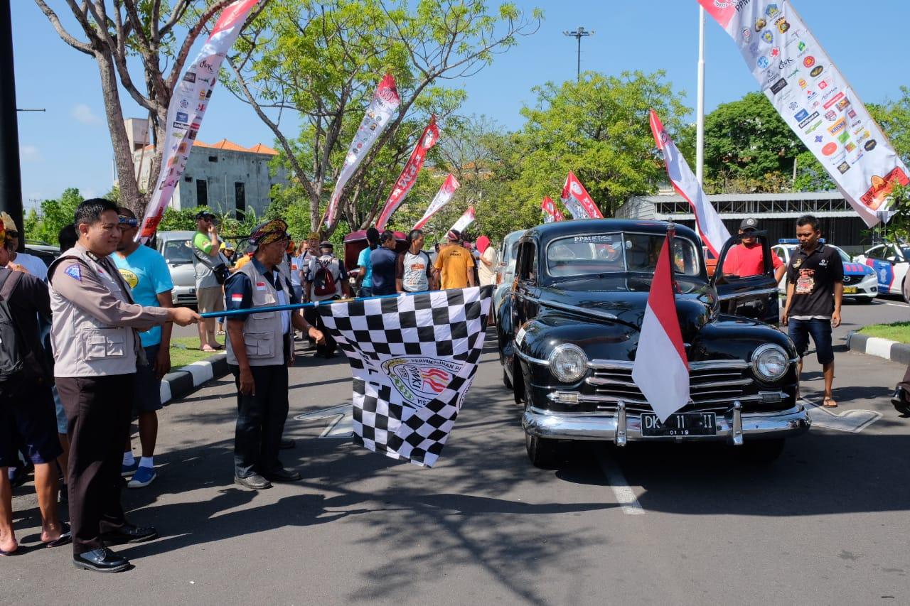 'Seseruan' Mobil Klasik PPMKI di Pulau Dewata