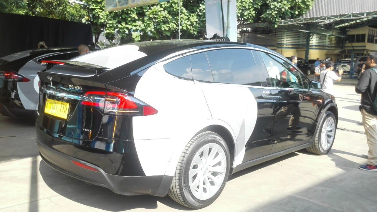 Mengenal Tesla Model X 75D yang Jadi Taksi Listrik di Indonesia