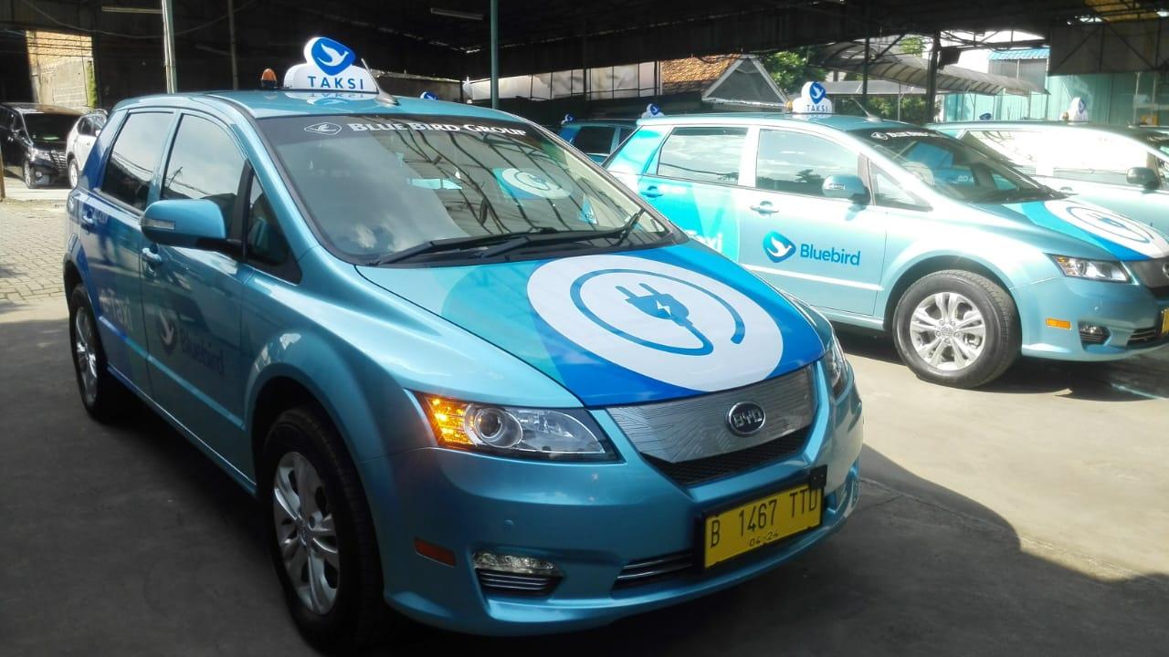 Taksi Listrik Beroperasi, Ini Lokasi Pengisian Baterainya