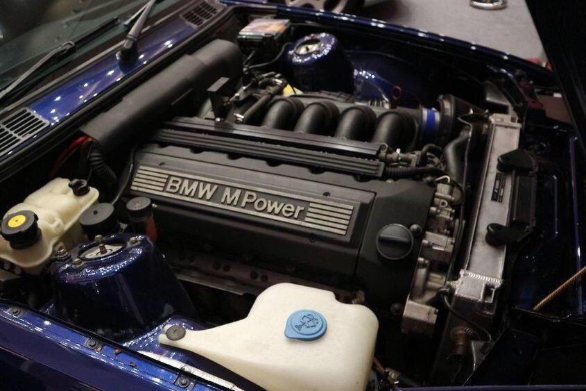 BMW 3-Series Jadul Dikonversi Jadi Versi M