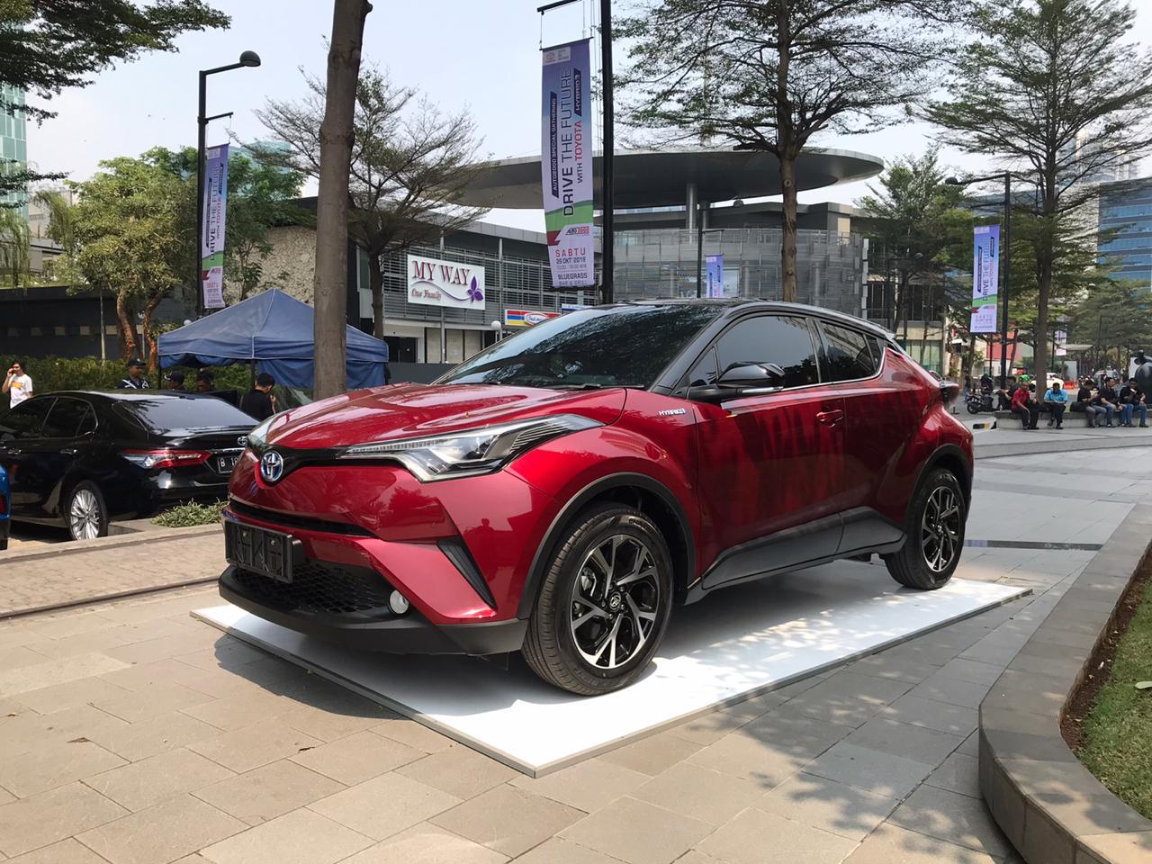Edukasi Mobil Hybrid Melalui Test Drive